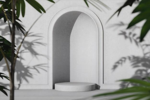 白いアーチの壁と表彰台、日よけの熱帯の影とぼやけた植物の前景。