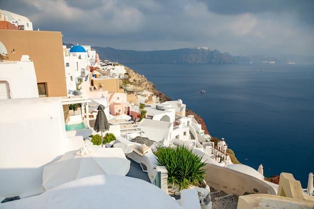 サントリーニ島、ギリシャのイア村の白い建築