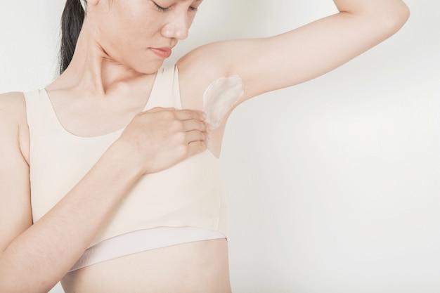 White armpit and underarm skin treatment
