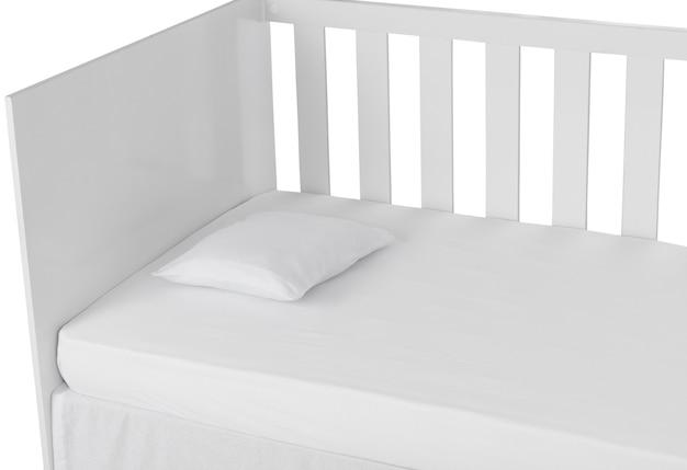 Белая детская кроватка, изолированных на белом фоне. подушка деталь.