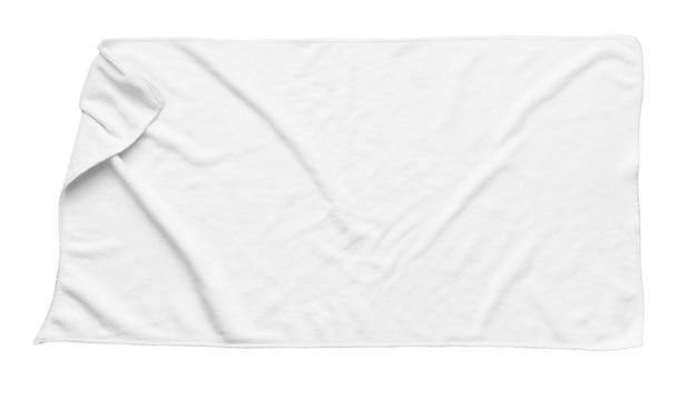 Белое пляжное полотенце, изолированные на белом фоне
