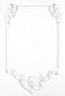 ルネッサンス様式の石膏の白い空白の古いフレーム。