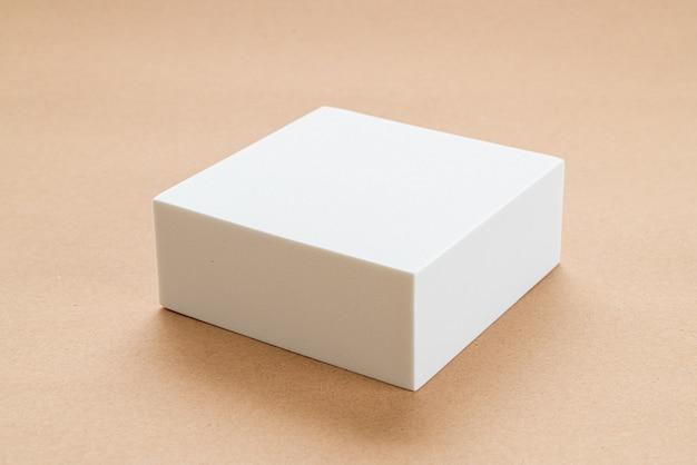 ジオメトリシェービングの白いブロック