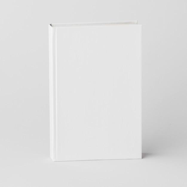 スタジオでの白い本
