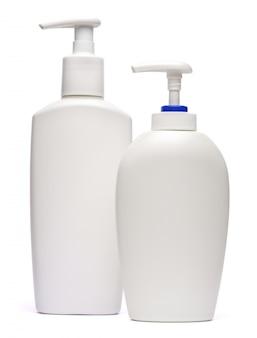 クリーム、ローション、または液体石鹸の白い背景で隔離の白いボトル