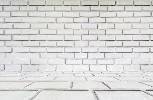 Белая кирпичная стена в деревенском стиле