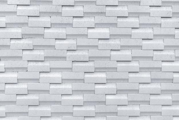 Белая кирпичная стена с простым рисунком.