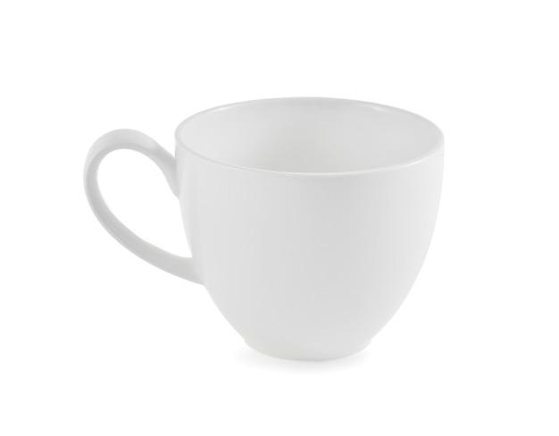 白い背景の上の白いセラミックカップ。
