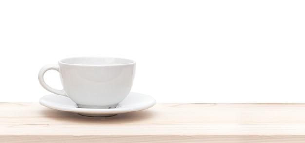 Белая керамическая чашка или кружка на деревянном столе на белом фоне, место для текста