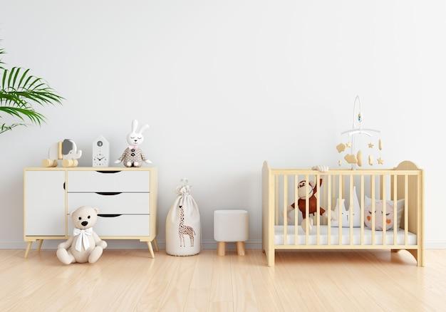 Интерьер белой детской комнаты со свободным пространством