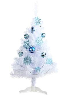 Белая рождественская елка, изолированные на белом фоне
