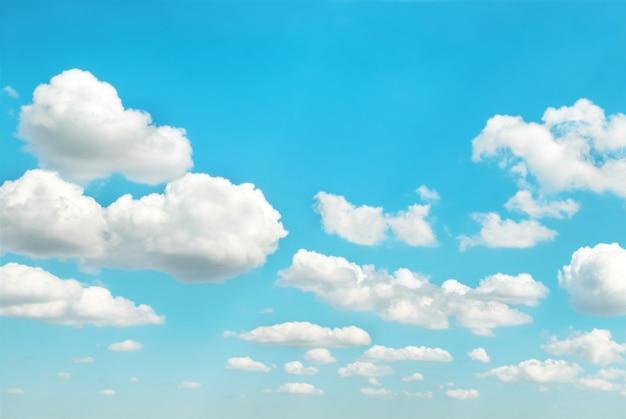 푸른 하늘에 흰 구름은 자연 배경에 사용할 수 있습니다