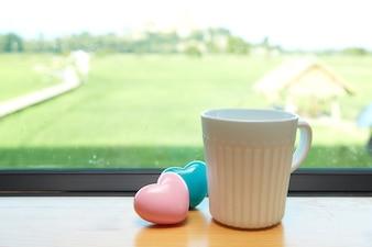 ホワイトコーヒーカップホワイトピンクの心