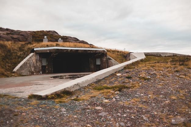 Белый бетонный пол и дорога