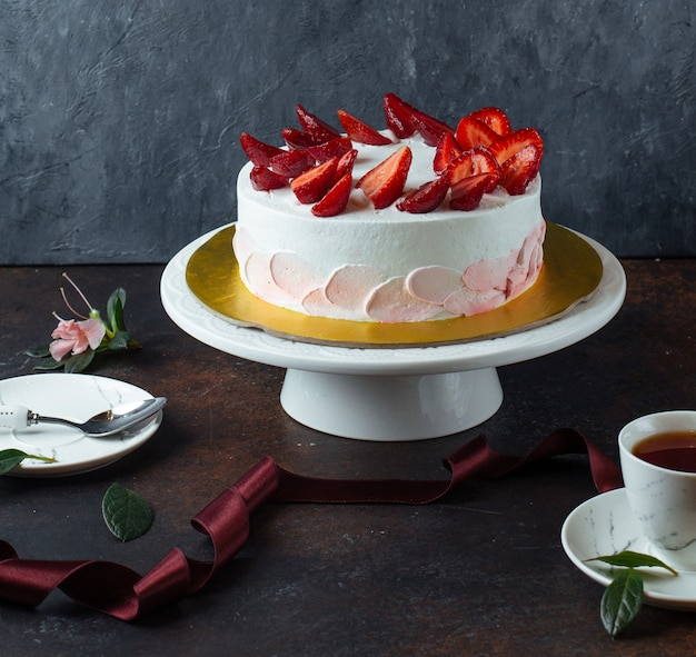 White creamy cake with strawberries
