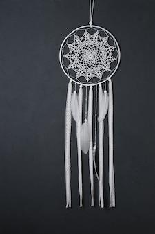 白いかぎ針編みドイリードリームキャッチャー