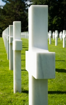 White crosses in american war cemetery near omaha beach, normandy (colleville-sur-mer), fr