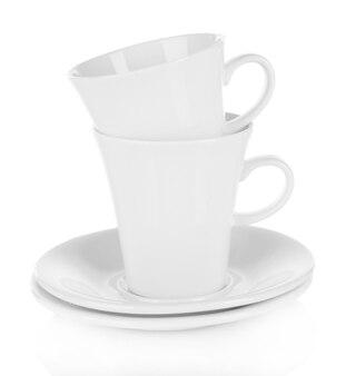 Белые чашки на белом