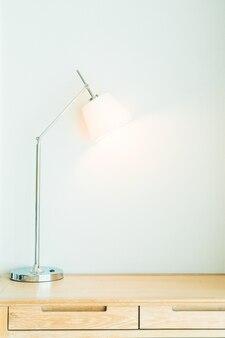 Белый настольная лампа