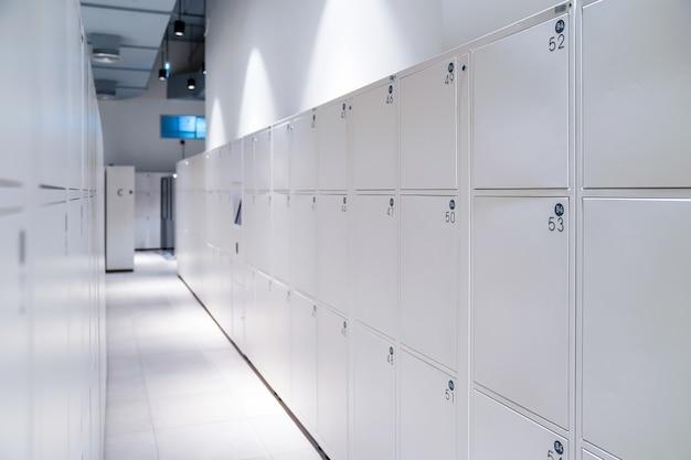 White digital luxury lockers medium size room for tourists