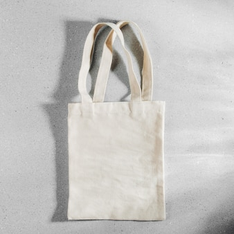 Макет белой эко-сумки, пустой шаблон хозяйственного мешка с копией пространства.