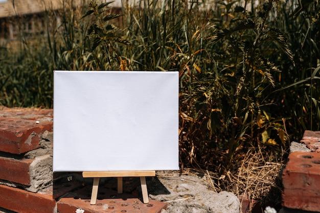 白い空のテンプレートポスターキャンバス