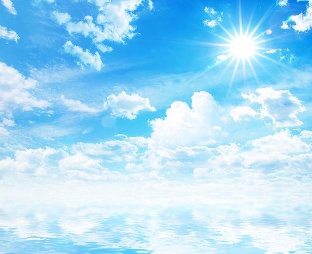 青い空に虹と白いふわふわの雲
