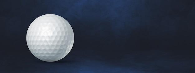 진한 파란색 스튜디오 배너에 고립 된 흰색 골프 공. 3d 일러스트레이션
