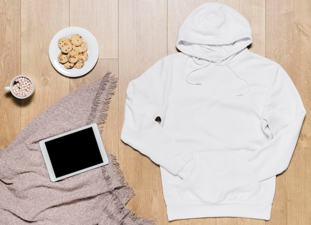 White hoodie with cookies plate