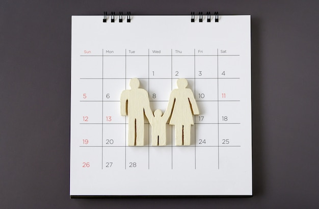 カレンダー、家族の概念に白いアイコン家族