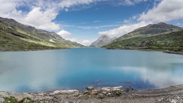 スイスの白い湖