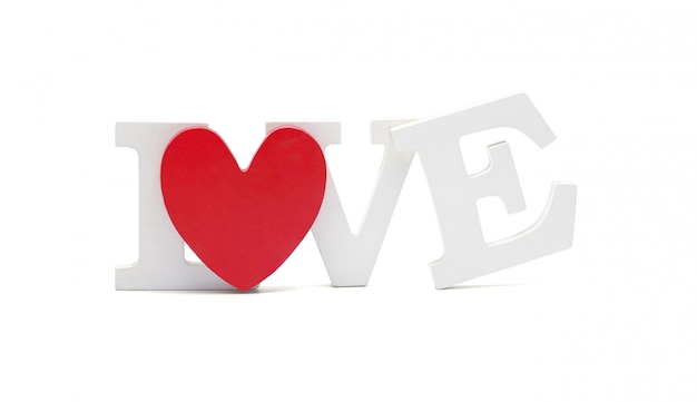 Белые буквы любви с красным сердцем изолированы