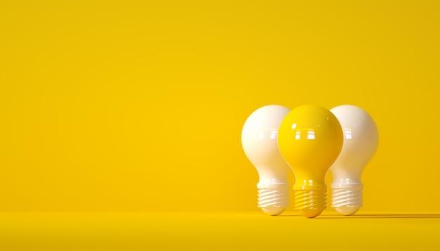 Белая лампочка и желтая лампочка на желтом фоне концепции блестящая идея