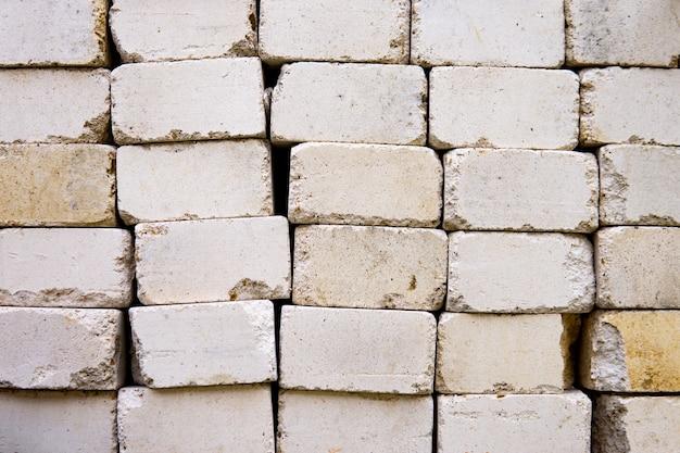Белый легкий бетонный блок для текстуры фона. сложены друг на друга