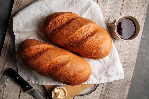 バターとコーヒーと白パン