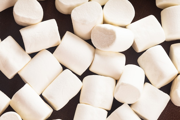 흰색 마시멜로가 배경으로 닫힙니다.