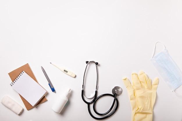 흰색 의료 배경입니다. 평평한 평지, 평면도. 의료 의학 개념입니다.