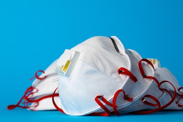 바이러스 및 오염으로부터 보호하기위한 흰색 의료 마스크
