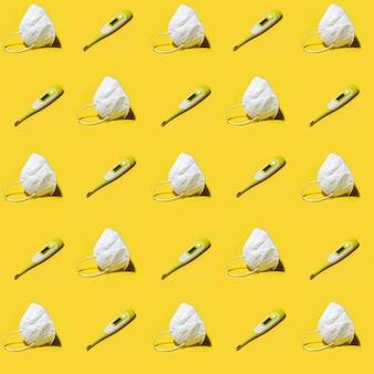 Белый медицинский респиратор kn95 маска и медицинский электронный термометр бесшовные модели на желтом