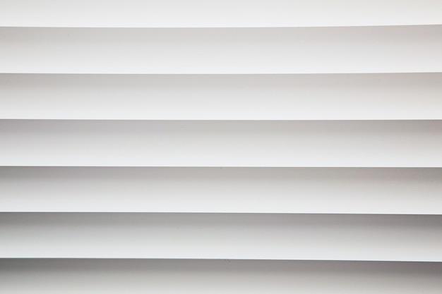 Белые металлические оконные жалюзи крупным планом фоновой текстуры