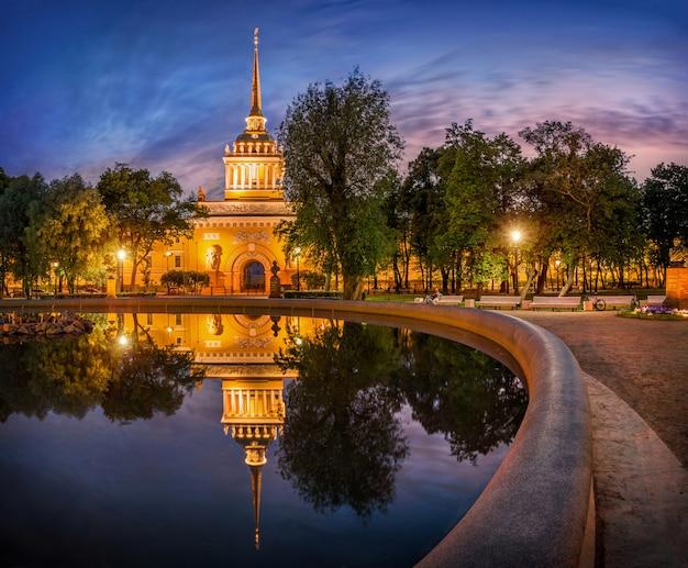 サンクトペテルブルクのアドミラルティのホワイトナイト