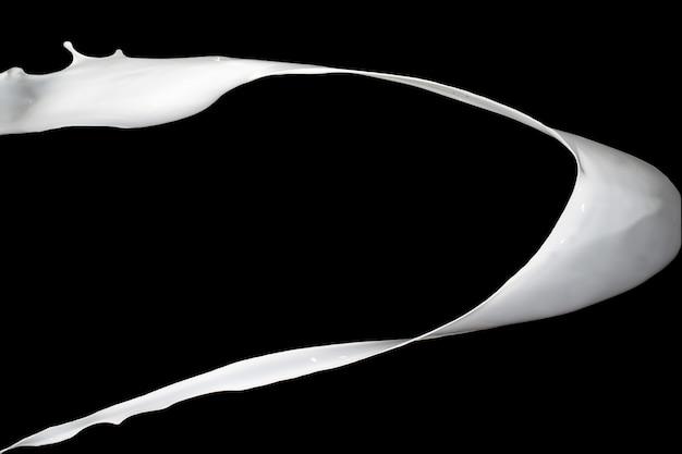 Белый всплеск краски, изолированные на черном фоне.