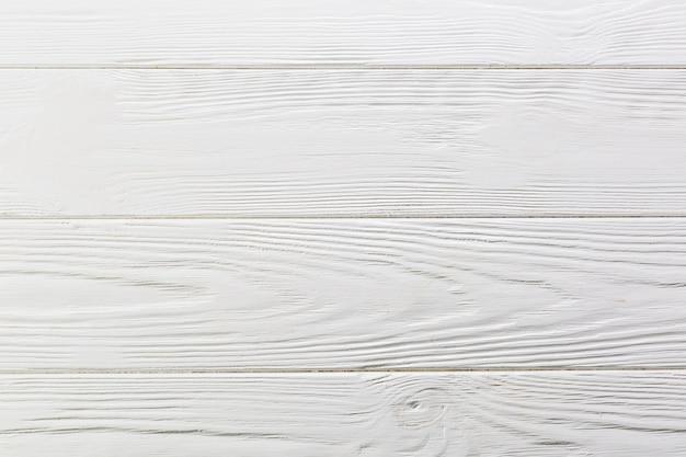 白い塗られた荒い木の表面