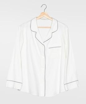 白いパジャマシャツ正面図シンプルなナイトウェアアパレル
