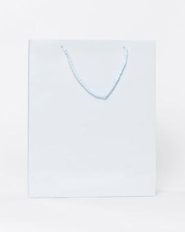 Shopper in carta bianca con manici per la spesa