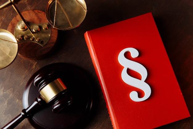 White paragraph symbol on a red book and judge gavel