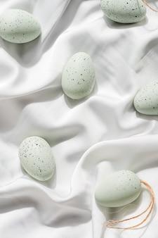흰색 파스텔 장식 부활절 달걀