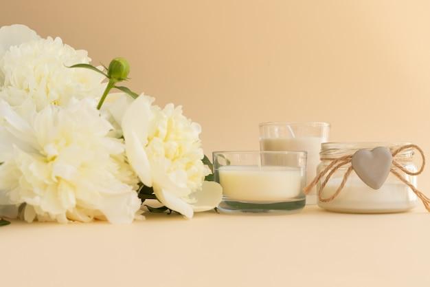 흰 모란과 아로마 양초