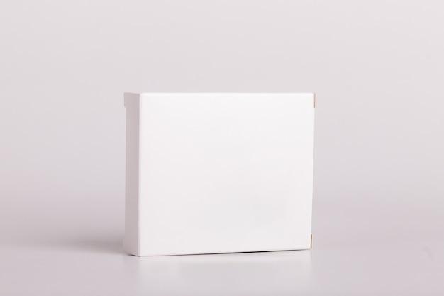 흰색 알약 상자입니다. 플라스틱 병. 마약 상자 모형. 의료 빈 판지입니다. 약 병. 모형.