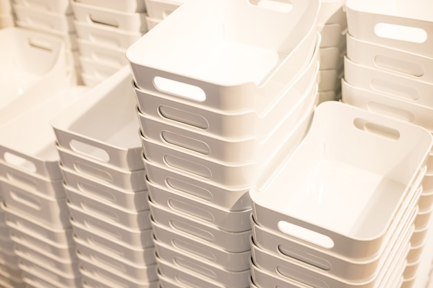 白いプラスチック容器